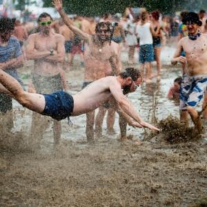 Tradycyjne kąpiele błotne na Przystanek Woodstock 2014